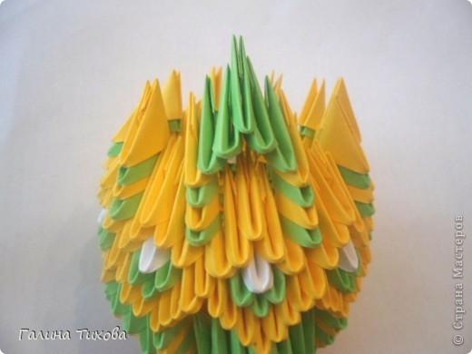 Для изготовления вазы вам понадобится: 200 зелёных, 30 белых, 495 жёлтых модулей.  фото 15