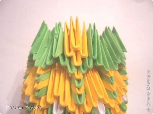 Для изготовления вазы вам понадобится: 200 зелёных, 30 белых, 495 жёлтых модулей.  фото 17