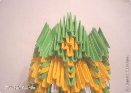 Для изготовления вазы вам понадобится: 200 зелёных, 30 белых, 495 жёлтых модулей.  фото 18