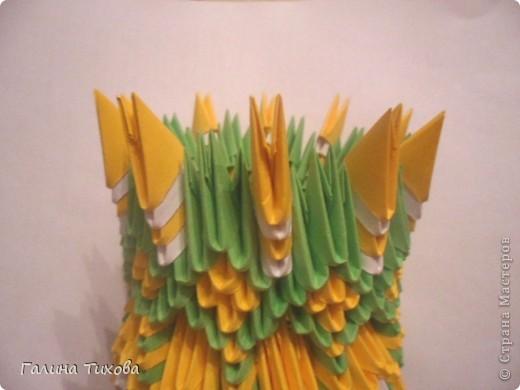 Для изготовления вазы вам понадобится: 200 зелёных, 30 белых, 495 жёлтых модулей.  фото 20