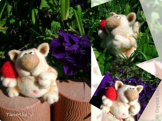 Вот такой славный котик! Моя первая валяшка!!! Спасибо за МК Елене Смирновой! Теперь и я счастливый обладатель ее книги!!! Ура!! Ура!!! фото 3