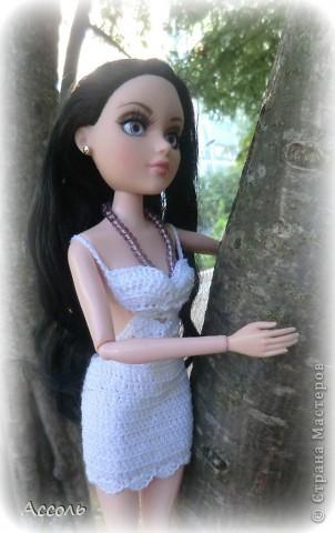 """Всем привет! Я окончательно потеряла голову и разорилась на эту чудо-куколку))) Хоть у меня вначале было желание купить именно блондинку Мелроуз, но за отсутствием последней, рука потянулась к вот этой красавице. Самая большая из имеющихся шарнирных кукол (а это важно, когда шьешь одежду) и самая красивая! Мне она сразу напомнила Маргошу из известного сериала))). Так это имя к ней и """"приросло"""". фото 6"""