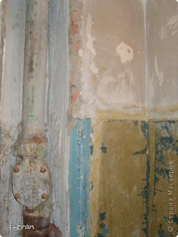 Ну а вот собственно и вид после ремонта, краску покупали специальную для кухонь и ванных, водостойкая, разводили колером персиком, бордюры по примеру участницы сайта ~ alena_86_rd ~ (и ее ремонта http://stranamasterov.ru/node/369527?c=favorite ) состоят из плинтусов ПВХ и декупаж из салфеток. Поставили экран под ванной. фото 6