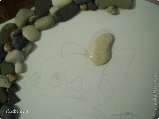 Здравствуйте, дорогие мои!!! Сегодня я к вам вот с такой рыбкой! Смотрю у нас в Стране девочки все фонтанчики мастерят, на фонтанчик я еще не созрела, а вот пруд с рыбками принимайте! У моей маман день рожденья, так что это ей подарочек. фото 8