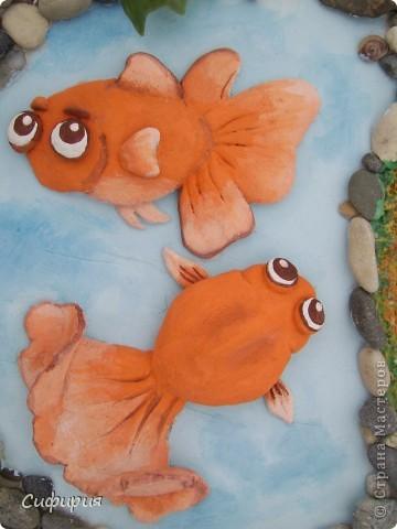 Здравствуйте, дорогие мои!!! Сегодня я к вам вот с такой рыбкой! Смотрю у нас в Стране девочки все фонтанчики мастерят, на фонтанчик я еще не созрела, а вот пруд с рыбками принимайте! У моей маман день рожденья, так что это ей подарочек. фото 26