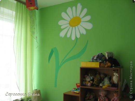 Продолжая тему росписи стен в детском саду, хочу показать несколько групповых комнат и спальню для деток нашего садика. Если кто видел предыдущие мои спальни, то видите, что стены выполнены  в едином стиле. фото 8