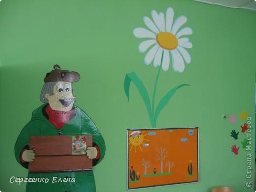 Продолжая тему росписи стен в детском саду, хочу показать несколько групповых комнат и спальню для деток нашего садика. Если кто видел предыдущие мои спальни, то видите, что стены выполнены  в едином стиле. фото 9