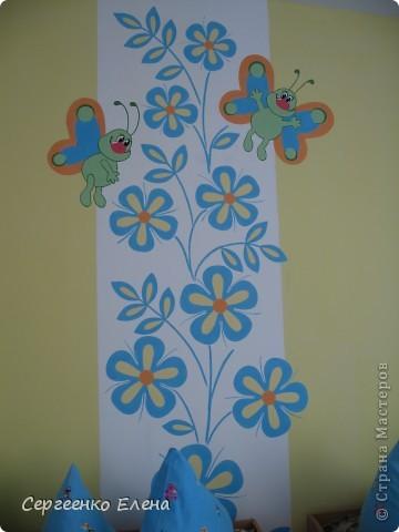 Продолжая тему росписи стен в детском саду, хочу показать несколько групповых комнат и спальню для деток нашего садика. Если кто видел предыдущие мои спальни, то видите, что стены выполнены  в едином стиле. фото 2
