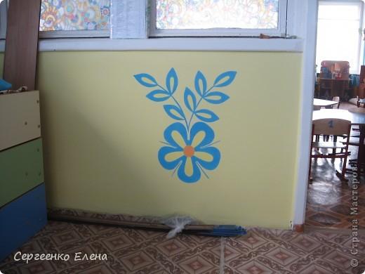 Продолжая тему росписи стен в детском саду, хочу показать несколько групповых комнат и спальню для деток нашего садика. Если кто видел предыдущие мои спальни, то видите, что стены выполнены  в едином стиле. фото 6