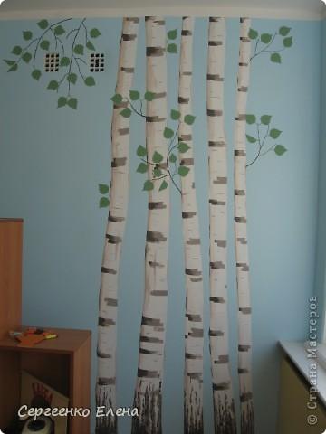 Продолжая тему росписи стен в детском саду, хочу показать несколько групповых комнат и спальню для деток нашего садика. Если кто видел предыдущие мои спальни, то видите, что стены выполнены  в едином стиле. фото 12