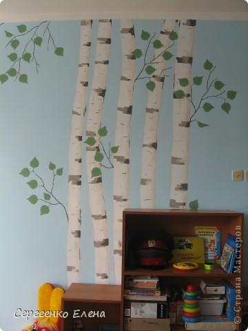 Продолжая тему росписи стен в детском саду, хочу показать несколько групповых комнат и спальню для деток нашего садика. Если кто видел предыдущие мои спальни, то видите, что стены выполнены  в едином стиле. фото 13