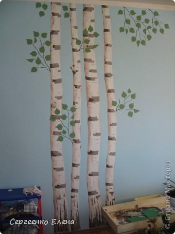 Продолжая тему росписи стен в детском саду, хочу показать несколько групповых комнат и спальню для деток нашего садика. Если кто видел предыдущие мои спальни, то видите, что стены выполнены  в едином стиле. фото 15