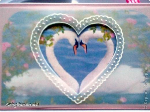 Доброго времени суток. Опять я к Вам с открыткой. Теперь попробовала сделать свадебную. Использовала: акварельную бумагу для подложки, перламутровый розовый картон, дизайнерскую бумагу.  Открытка достаточно объемная, закрывается на ленточку. фото 6