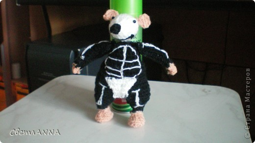 мне понравились мышки Алана Дарта, но спицами не очень люблю вязать, поэтому связала крючком фото 2