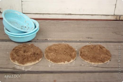 Вам понадобится:      мелкий песок     контейнер     алебастр     различные игрушки , фигурки, камушки, ракушки и т.п.     кисточка  фото 9