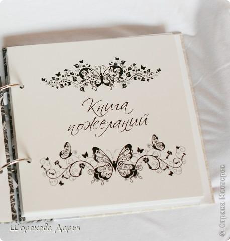 На ваш суд представляю книгу пожеланий на свадьбу в коробке. Делала на подарок друзьям. Размер книжки 25 см * 25 см, коробка 27*27 см. Внутри 40 листов для пожеланий. фото 3