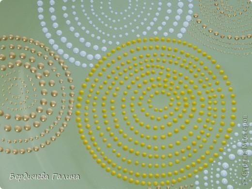 Увидела я тарелку у Юли (Крысёна лапчатая) http://stranamasterov.ru/node/393324?c=favorite и решила себе нарисовать подобную. Вот так получилось. Кружки ровные, немного их искажает форма тарелки (но это только на фото). фото 2