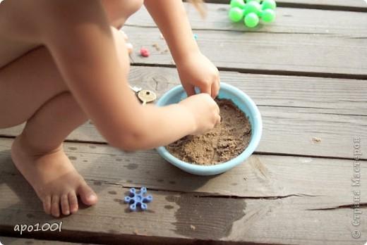 Вам понадобится:      мелкий песок     контейнер     алебастр     различные игрушки , фигурки, камушки, ракушки и т.п.     кисточка  фото 5