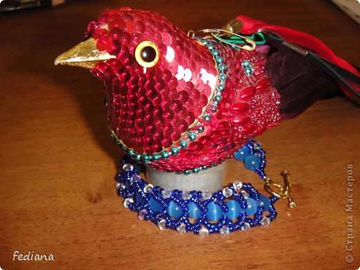 Вот сплела для дочи с её новому сарафану в цвет. А птичка - это давний подарок, использовала как фотомодель. фото 1
