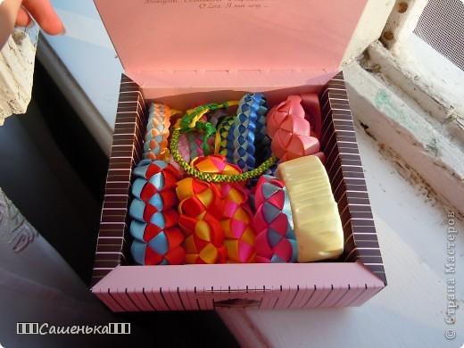Лежит у меня всё в такой коробочке из под конфет! фото 3