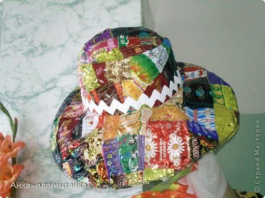 Тоже сделана из фантиков от конфет. фото 1