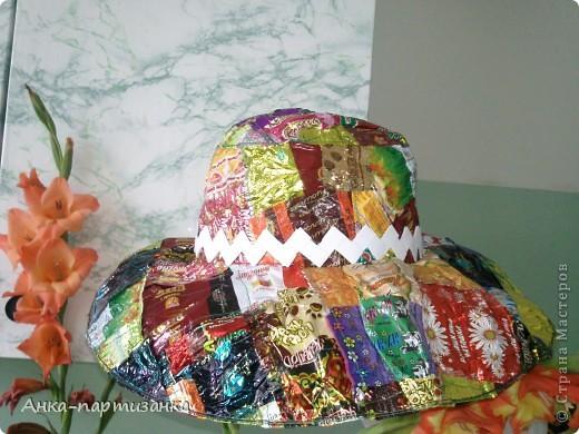 Тоже сделана из фантиков от конфет. фото 2