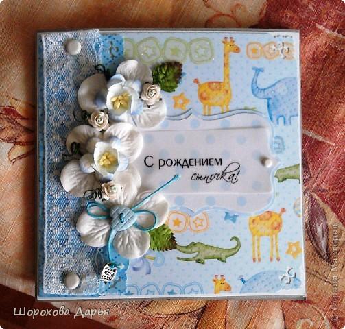Четыре нежных открыточки для новорожденных малышей. Всего 2 стиля, по 2 открытки на каждый. Материалы стандартные: бумага, брадс, кружева, цветы, листья, металлич.подвески, декоративные пуговицы, надпись на кальке, дизайн.картон. Первые две: фото 2