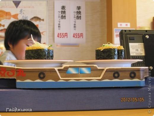 Разгребая фотки наткнулась на фото, сделанные еще в мае. Это мы заезжали покушать суши. На этой фотографии макеты! Про макеты подробнее тут: http://stranamasterov.ru/node/87699 фото 9
