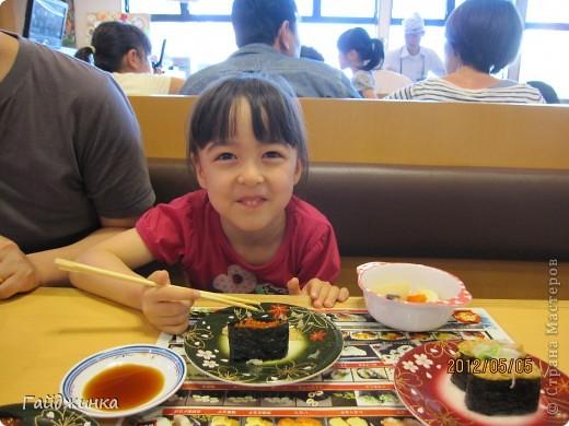 Разгребая фотки наткнулась на фото, сделанные еще в мае. Это мы заезжали покушать суши. На этой фотографии макеты! Про макеты подробнее тут: http://stranamasterov.ru/node/87699 фото 13