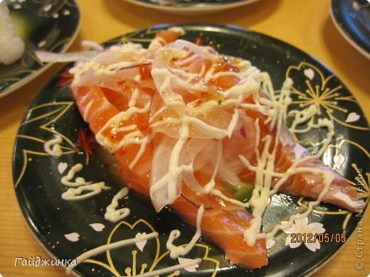 Разгребая фотки наткнулась на фото, сделанные еще в мае. Это мы заезжали покушать суши. На этой фотографии макеты! Про макеты подробнее тут: http://stranamasterov.ru/node/87699 фото 14