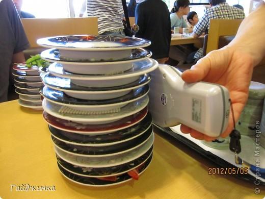 Разгребая фотки наткнулась на фото, сделанные еще в мае. Это мы заезжали покушать суши. На этой фотографии макеты! Про макеты подробнее тут: http://stranamasterov.ru/node/87699 фото 21