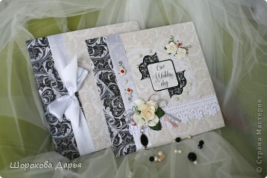 На ваш суд представляю книгу пожеланий на свадьбу в коробке. Делала на подарок друзьям. Размер книжки 25 см * 25 см, коробка 27*27 см. Внутри 40 листов для пожеланий. фото 5