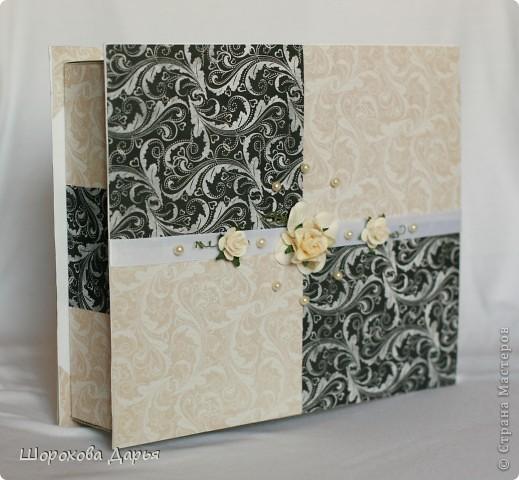 На ваш суд представляю книгу пожеланий на свадьбу в коробке. Делала на подарок друзьям. Размер книжки 25 см * 25 см, коробка 27*27 см. Внутри 40 листов для пожеланий. фото 2