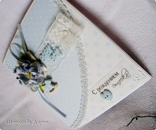 Четыре нежных открыточки для новорожденных малышей. Всего 2 стиля, по 2 открытки на каждый. Материалы стандартные: бумага, брадс, кружева, цветы, листья, металлич.подвески, декоративные пуговицы, надпись на кальке, дизайн.картон. Первые две: фото 6