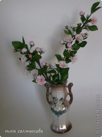 Всем привет! Закончила орхидейку и сакуру для магазина. В заказе не была загнана в рамки, лепила по своему усмотрению- к чему очень рада))) фото 4