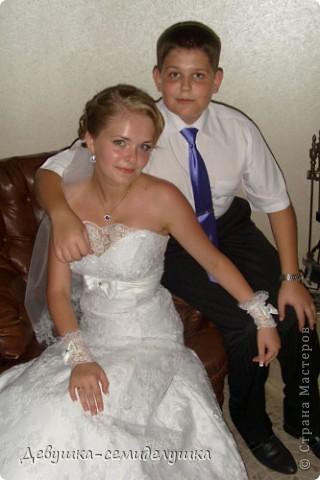 Сегодня продолжу свой мини-репортаж о нашей свадьбе. К слову, на фото дружки в лавандовых платьях (цвет немного не такой, как в жизни). Мы купили ткань, а девочки шили или заказывали платья на свой вкус. Я шила галстуки молодым неженатым парням (в кадр не попали) и мальчику, который нес кольца. фото 4