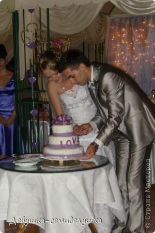 Сегодня продолжу свой мини-репортаж о нашей свадьбе. К слову, на фото дружки в лавандовых платьях (цвет немного не такой, как в жизни). Мы купили ткань, а девочки шили или заказывали платья на свой вкус. Я шила галстуки молодым неженатым парням (в кадр не попали) и мальчику, который нес кольца. фото 7