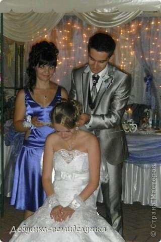 Сегодня продолжу свой мини-репортаж о нашей свадьбе. К слову, на фото дружки в лавандовых платьях (цвет немного не такой, как в жизни). Мы купили ткань, а девочки шили или заказывали платья на свой вкус. Я шила галстуки молодым неженатым парням (в кадр не попали) и мальчику, который нес кольца. фото 8