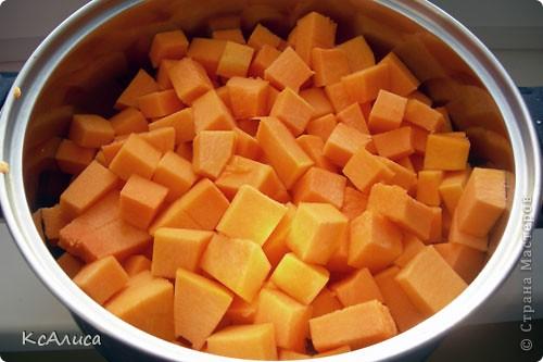 Нарезаем тыкву кубиками, или как вам нравиться. (кубиками быстрее свариться). фото 2