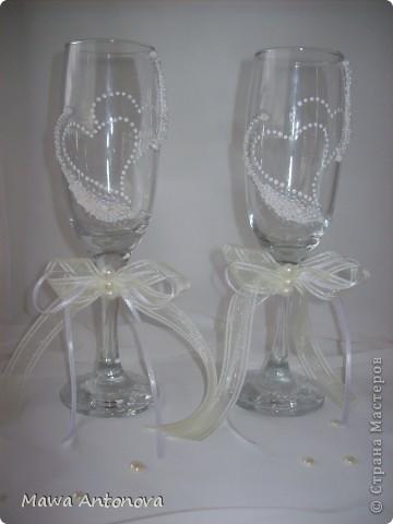 Здравствуйте. Давно хотела сделать что-нибудь для свадьбы, дождалась, заказал магазин свадебные бокалы. Хочу Вам показать. На лебедей вдохновила http://stranamasterov.ru/node/213149,  БОЛЬШОЕ Спасибо. фото 2