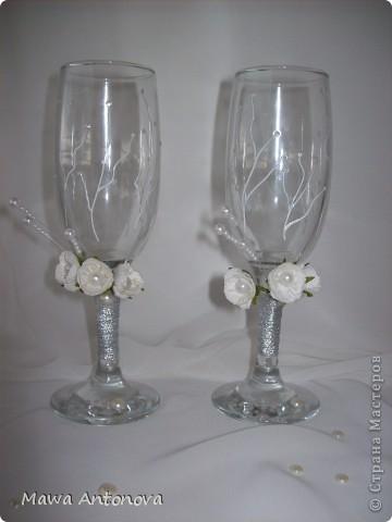 Здравствуйте. Давно хотела сделать что-нибудь для свадьбы, дождалась, заказал магазин свадебные бокалы. Хочу Вам показать. На лебедей вдохновила http://stranamasterov.ru/node/213149,  БОЛЬШОЕ Спасибо. фото 3