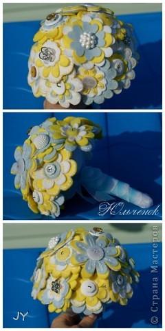Первый букетик из фетра и пуговиц для невесты. Идея взята из интернета. фото 3