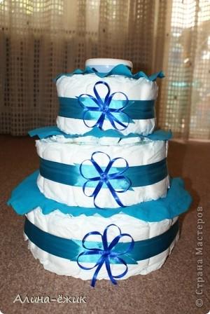 """этот был первым.напихала всякой всячины, а со следующим поняла, что в этом деле """"чем меньше, тем лучше"""". больше нагружать подобные тортики не стану. фото 3"""