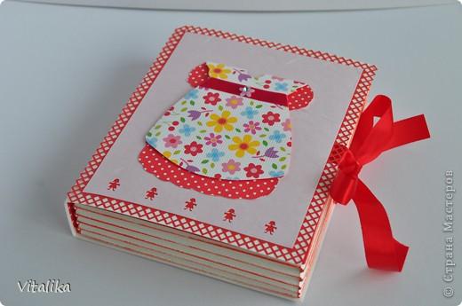 У моих подруг на одной неделе родились детки - мальчик и две девочки. Приготовила им вот такие коробочки, вдохновившись работами Альбины Уфа http://stranamasterov.ru/node/395376?c=favorite_c . Мастер-класс здесь http://iruuuha.blogspot.com/2012/01/blog-post_20.html . фото 12