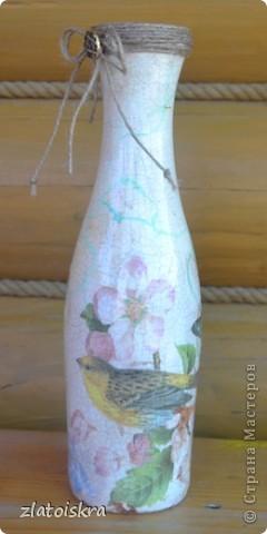 Добрый день, жители СМ! За последнее время собралось немного декупажных работ, хочу с вами поделиться. На этом фото вазочка и бутылочка в одном стиле, украшены хрустальной пастой, структурной пастой, 3Д гелем, на вазе еще имитация кружева шпатлевкой через прорезиненную салфетку, на бутылке - бабочки-пайетки. фото 11