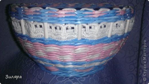 Добрый день всем жителям СМ! Пригласили на день рождения тети и, не долго думая, что подарить, принялась плести корзинку. Благо были заготовлены белые и голубые трубочки из кассовой ленты заранее, но для других изделий. Салфетка в бело-голубых тонах была только такая, поэтому часть белых трубочек пришлось покрасить в розовый цвет.          Хочу выразить благодарность всем мастерицам и мастерам за мастер-классы. СПАСИБО ВАМ, что делитесь своим опытом!!!!!!!!!!!  Корзинка вместе с крышкой или крышечка вместе с корзиночкой. фото 12