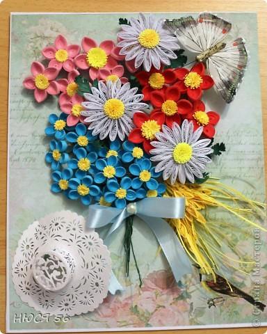 Накопились у меня эти цветочки, и сложился букетик. Шляпка сделана по этому М. К. http://stranamasterov.ru/node/392855?c=favorite , бабочка магнитик. Фон распечатала на принтере на самоклеющейся  бумаге. фото 1