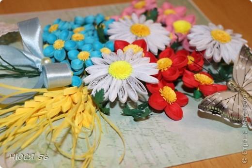 Накопились у меня эти цветочки, и сложился букетик. Шляпка сделана по этому М. К. http://stranamasterov.ru/node/392855?c=favorite , бабочка магнитик. Фон распечатала на принтере на самоклеющейся  бумаге. фото 3