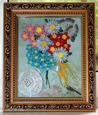 Накопились у меня эти цветочки, и сложился букетик. Шляпка сделана по этому М. К. http://stranamasterov.ru/node/392855?c=favorite , бабочка магнитик. Фон распечатала на принтере на самоклеющейся  бумаге. фото 2