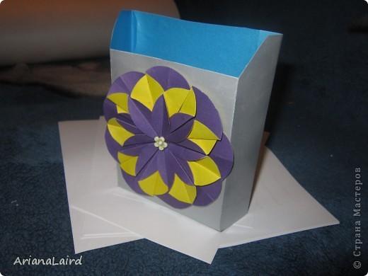 Бумажница с цветком)